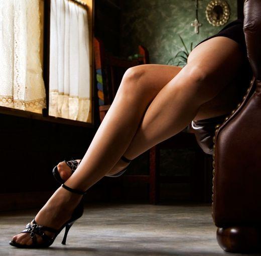 у тёлки красивые ноги видео